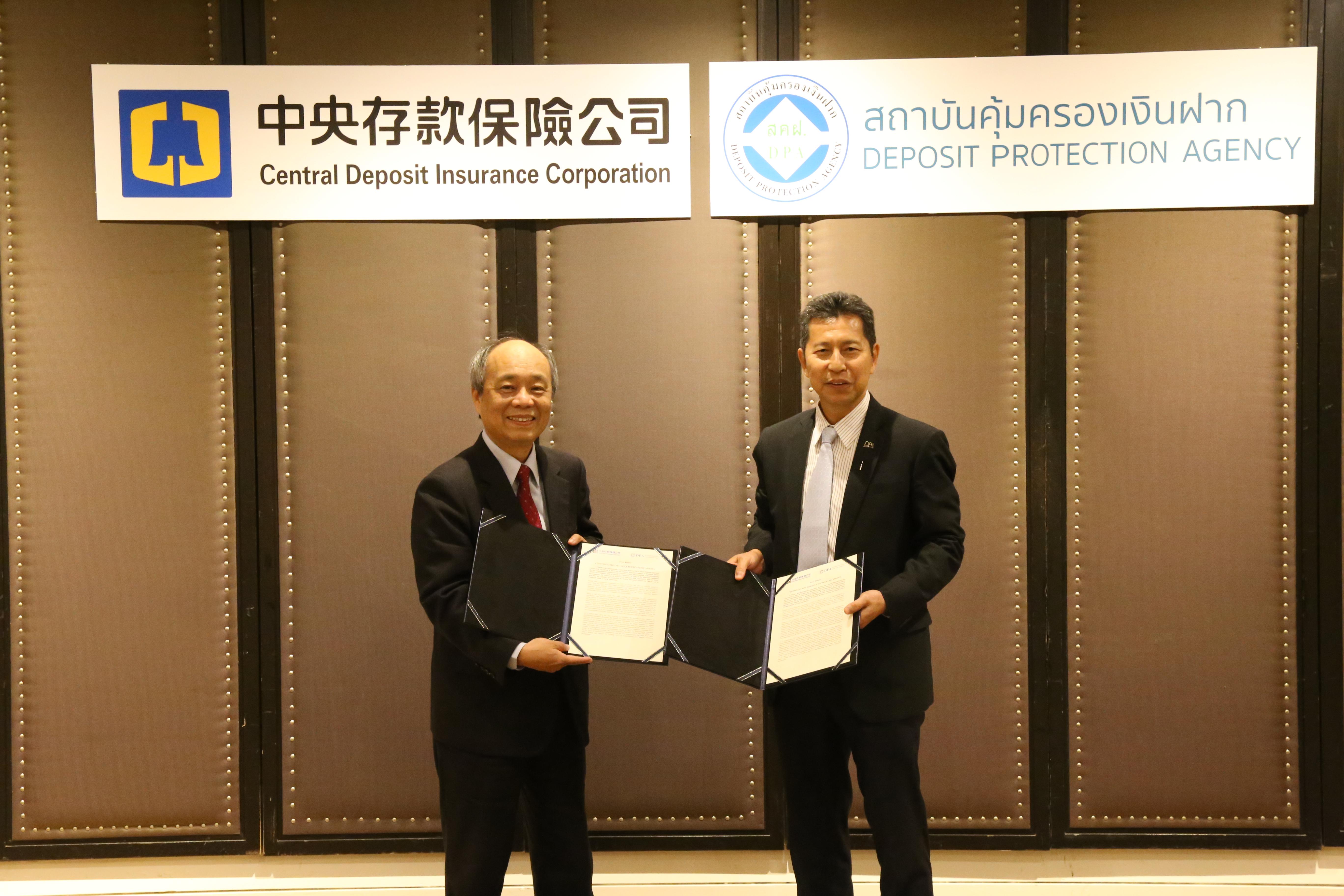 本公司總經理林銘寬(左)與泰國存款保障機構總經理Mr. Satorn Topothai (右)代表雙方機構正式確認延續MOU合作關係